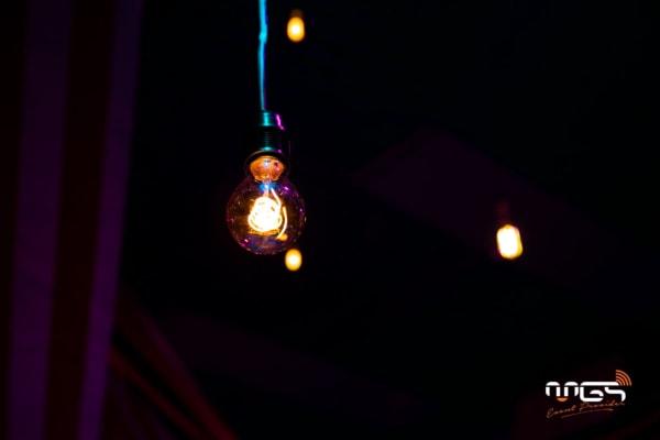 Eclairage d'ambiance et sonorisation mise en place par MGS pour CPPE grâceaux ampoules incandescentes